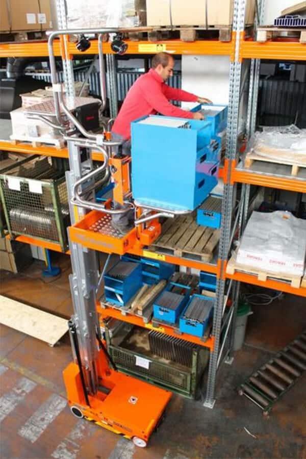 Toyota-Gabelstapler-ITL Lagertechnik Faraone Elevah 65 Move Picking Arbeitsbuehne Hebebuehne 9 Detailansicht