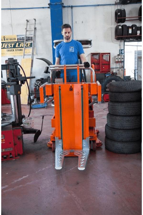 Toyota-Gabelstapler-ITL Transportmaschinen Faraone Elevevah Picking 75 Tires Reifen Kommissionierung Einlagerung 18 Detailansicht