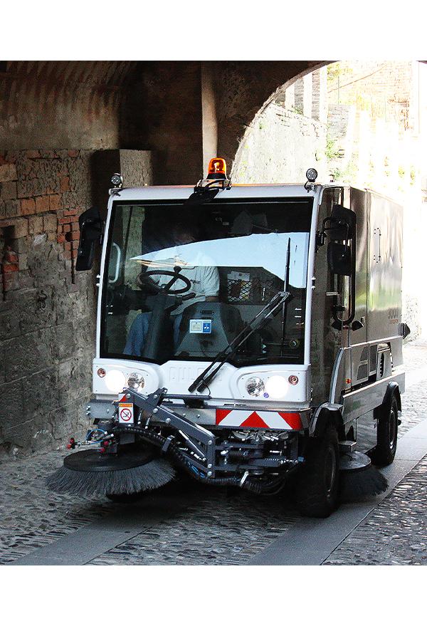 Toyota-Gabelstapler-ITL Transportmaschinen GmbH Toyota Gabelstapler Dulevo Kehrmaschine 3000 bild05