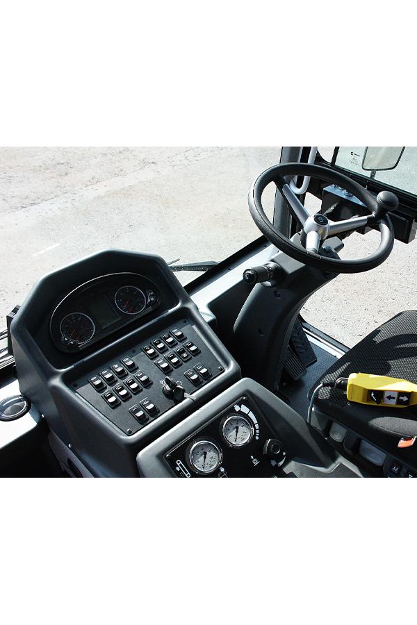 Toyota-Gabelstapler-ITL Transportmaschinen GmbH Toyota Gabelstapler Dulevo Kehrmaschine 6000 bild04
