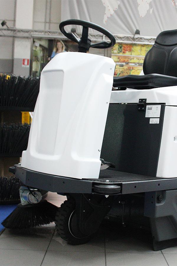 Toyota-Gabelstapler-ITL Transportmaschinen GmbH Toyota Gabelstapler Dulevo Kehrmaschine Spark 1000 03