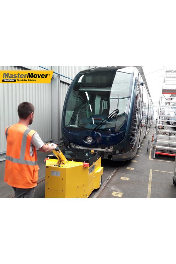 Toyota-Gabelstapler-ITL Transportmaschinen GmbH Toyota Gabelstapler MasterMover Elektroschlepper AT1000 TOW detail01