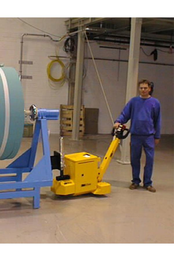 Toyota-Gabelstapler-ITL Transportmaschinen GmbH Toyota Gabelstapler MasterMover Elektroschlepper MT300 detail04