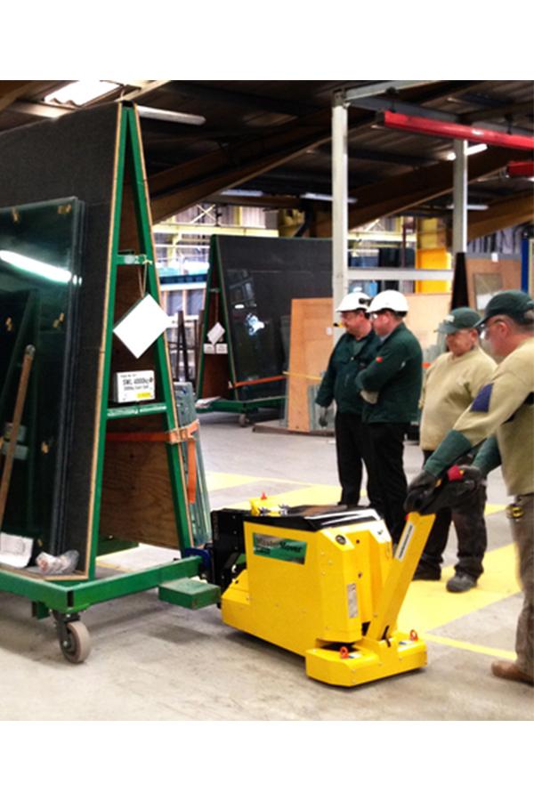 Toyota-Gabelstapler-ITL Transportmaschinen GmbH Toyota Gabelstapler MasterMover Elektroschlepper MT400 detail03