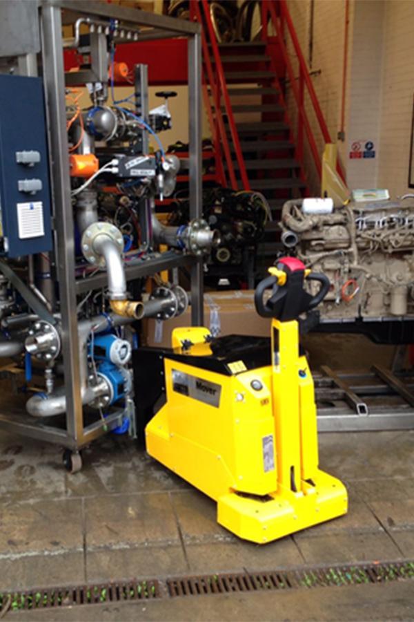 Toyota-Gabelstapler-ITL Transportmaschinen GmbH Toyota Gabelstapler MasterMover Elektroschlepper MT600detail01