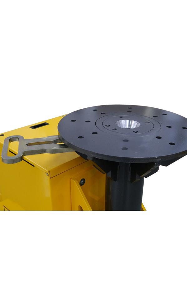 Toyota-Gabelstapler-ITL Transportmaschinen GmbH Toyota Gabelstapler MasterMover Elektroschlepper TMS2000 detail05