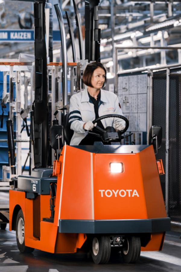 Toyota-Gabelstapler-ITL Transportmaschinen GmbH Toyota Gabelstapler Schlepper Tracto CBT 5422