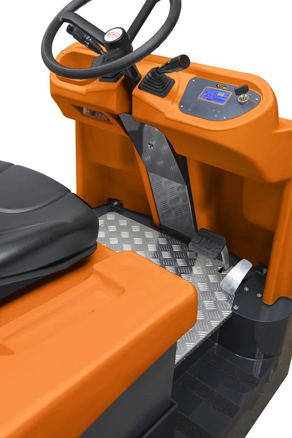 Toyota-Gabelstapler-ITL Transportmaschinen GmbH Toyota Gabelstapler Simai Elektroschlepper TTE40 PPT4