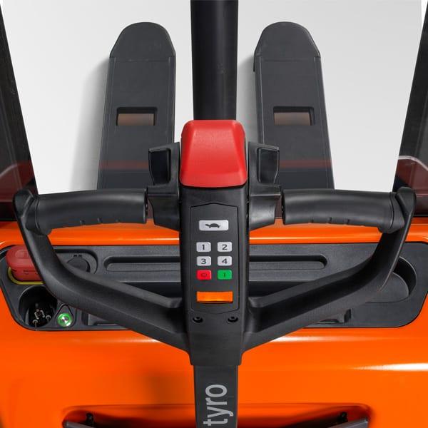 ITL Gabelstapler Webshop Produkt Toyota Tyro SHE 100 Bedienung
