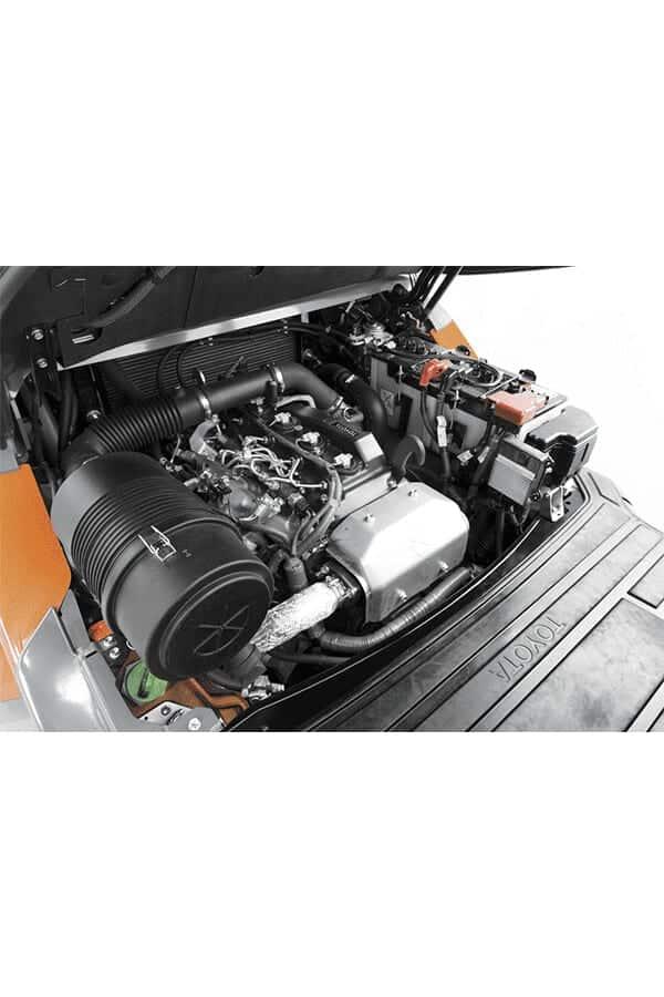 Toyota-Gabelstapler-toyota tonero engine compartment LO 13155.jpg